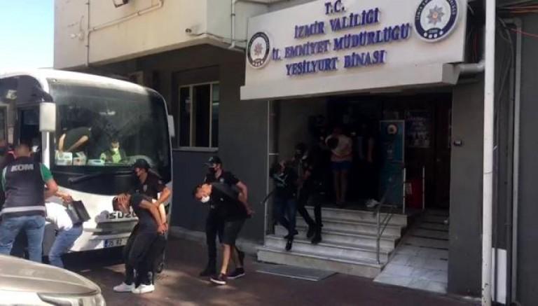 Alaçatı'da 1 kişinin öldüğü silahlı saldırıyla ilgili 10 kişi tutuklandı
