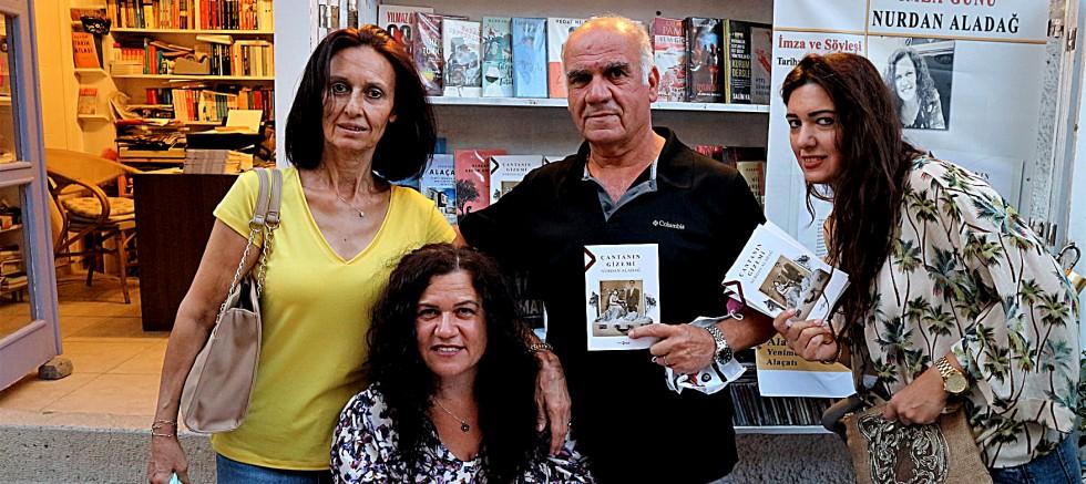 Alaçatılı yazar ilk kitabını Alaçatı Kitabevi'nde imzaladı