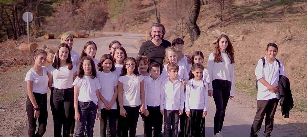 İzmir'in çocuklarıyla 100. Yıl Marşı yaptı